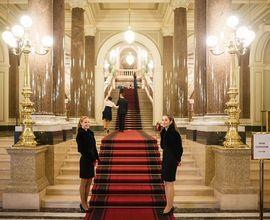 Vstupní hala se schodištěm