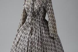 Komplexní průzkum vybraného souboru dámských kompletních oděvů určených pro stálé expozice NM