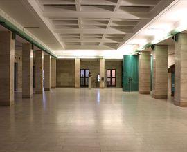 Společenský (travertinový) sál v přízemí budovy