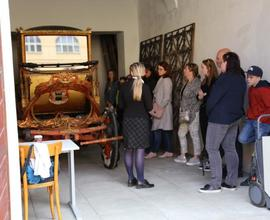 Návštěvníky zaujal také krásný arcibiskupský kočár.